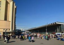 Μόσχα, Ρωσία - 10 Μαρτίου 2016 Η περιοχή μπροστά από το σιδηροδρομικό σταθμό Kursk RZD στο έτος που μεταφέρει περισσότερο από 1 Στοκ φωτογραφία με δικαίωμα ελεύθερης χρήσης
