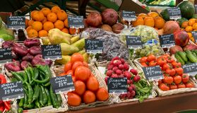 Μόσχα, Ρωσία - 12 Μαρτίου 2018: Φρέσκα λαχανικά και φρούτα έτοιμα για την πώληση στην υπεραγορά Lenta Ένας από μεγαλύτερο Στοκ φωτογραφίες με δικαίωμα ελεύθερης χρήσης