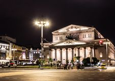 09/03/2017, Μόσχα, Ρωσία Μια από την κεντρική οδό της πόλης και του θεάτρου της Μόσχας στο υπόβαθρο Στοκ Εικόνα