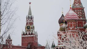 Μόσχα, Ρωσία - το Δεκέμβριο του 2018: Κλίση επάνω σε αργή κίνηση του καθεδ φιλμ μικρού μήκους