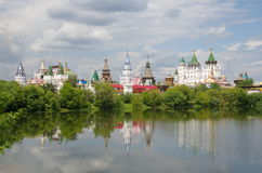 Μόσχα Ρωσία Izmailovo Κρεμλίνο από την πλευρά της λίμνης Στοκ εικόνα με δικαίωμα ελεύθερης χρήσης
