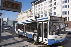 Μόσχα, Ρωσία 21 09 2015 Trolleybus διαδρομή 33 στην οδό θεάτρων Στοκ εικόνες με δικαίωμα ελεύθερης χρήσης