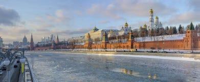 Μόσχα τον Ιανουάριο κόκκινο καλοκαίρι του Κρεμλίνου περιοχής απογεύματος του 2005 Στοκ Εικόνα
