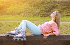 Μόδα, άκρο, διασκέδαση, νεολαία και έννοια ανθρώπων - όμορφο κορίτσι Στοκ Φωτογραφία