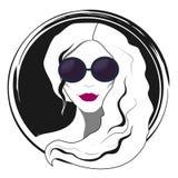 Μόδα γυναικών με τα γυαλιά ηλίου Στοκ φωτογραφία με δικαίωμα ελεύθερης χρήσης