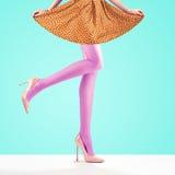 Μόδα Θηλυκή φούστα Μακριά πόδια, υψηλή εξάρτηση τακουνιών Στοκ Εικόνα