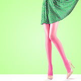 Μόδα Θηλυκή φούστα Μακριά πόδια, υψηλή εξάρτηση τακουνιών Στοκ Εικόνες