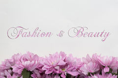 Μόδα και ομορφιά - θέμα με τα λουλούδια Στοκ φωτογραφία με δικαίωμα ελεύθερης χρήσης
