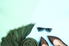 Μόδα Σύνολο μόδας εξαρτημάτων ενδυμάτων Θηλυκά μοντέρνα gumshoes Στοκ Φωτογραφίες