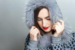 Μόδα χειμερινής ομορφιάς r συγκινήσεις Επαγγελματικά makeup και μανικιούρ Στοκ φωτογραφίες με δικαίωμα ελεύθερης χρήσης