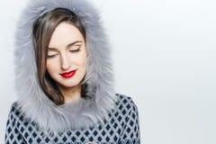 Μόδα χειμερινής ομορφιάς r συγκινήσεις Επαγγελματικά makeup και μανικιούρ Πορτρέτο επάνω Στοκ Φωτογραφίες