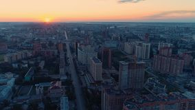 Μύγα κατά τη διάρκεια της ξυπνώντας αυγής πόλεων απόθεμα βίντεο