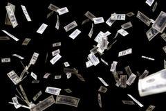 Μύγα τραπεζογραμματίων εκατό δολαρίων στο μαύρο υπόβαθρο Έννοια βροχής χρημάτων Στοκ Εικόνα