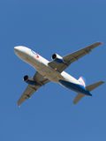 Μύγες airbus A320-214 επιβατών Στοκ εικόνα με δικαίωμα ελεύθερης χρήσης