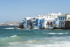 Μύκονος, Ελλάδα - 14 Αυγούστου 2016: Παραδοσιακοί Λευκοί Οίκοι Aleykantra Στοκ εικόνα με δικαίωμα ελεύθερης χρήσης