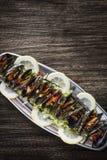 Μύδια στα φρέσκα zesty μαριναρισμένα θαλασσινά σάλτσας εσπεριδοειδών φυτικά στοκ φωτογραφίες