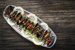 Μύδια στα φρέσκα zesty μαριναρισμένα θαλασσινά σάλτσας εσπεριδοειδών φυτικά στοκ φωτογραφία με δικαίωμα ελεύθερης χρήσης