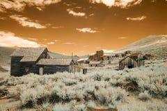 Μύλος γραμματοσήμων και σπίτια στη βουνοπλαγιά στο σώμα, Καλιφόρνια στο infrare Στοκ Εικόνες