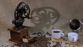 Μύλος καφέ και φασόλια καφέ φιλμ μικρού μήκους