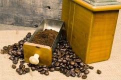 Μύλος Coffe με τα φασόλια Στοκ Φωτογραφία