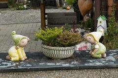 Νάνος και λουλούδι Στοκ Εικόνες