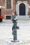 Νάνο, μικρό ειδώλιο χαλκού παραμυθιού Wroclaw στον πάροδο, Wroclaw, Πολωνία Στοκ φωτογραφία με δικαίωμα ελεύθερης χρήσης