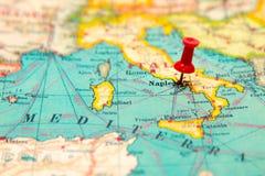 Νάπολη, Ιταλία που καρφώνεται στον εκλεκτής ποιότητας χάρτη της Ευρώπης Στοκ εικόνες με δικαίωμα ελεύθερης χρήσης