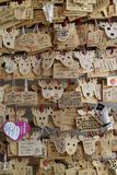 Νάρα, Ιαπωνία - 29 Μαΐου 2017: Ema, μικρές ξύλινες πινακίδες στο SH Στοκ Φωτογραφία