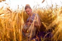 Νέα έγκυος γυναίκα Στοκ Φωτογραφίες