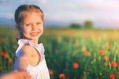 Νέα έννοια εποχής με τα ευτυχή παιδιά, άνθρωποι Επιτυχής κοινωνία κοινότητα στοκ εικόνα
