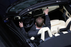 νέα έξω προσπάθεια αυτοκι& Στοκ φωτογραφία με δικαίωμα ελεύθερης χρήσης