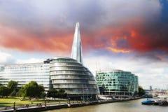 Νέα αίθουσα πόλεων του Λονδίνου με τον ποταμό του Τάμεση, πανοραμική άποψη από Towe Στοκ φωτογραφία με δικαίωμα ελεύθερης χρήσης