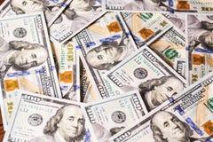 Νέα 100 αμερικανικά δολάρια λογαριασμών Στοκ εικόνες με δικαίωμα ελεύθερης χρήσης
