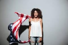 Νέα αμερικανική σημαία και να φωνάξει εκμετάλλευσης γυναικών afro αμερικανική Στοκ φωτογραφίες με δικαίωμα ελεύθερης χρήσης