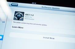 Νέα αναπροσαρμογή για iOS διαθέσιμο Στοκ Φωτογραφία