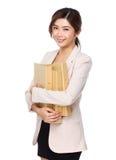Νέα ασιατική λαβή επιχειρησιακών γυναικών με την εργασία εγγράφων Στοκ Εικόνες