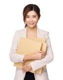 Νέα ασιατική λαβή επιχειρησιακών γυναικών με την εργασία εγγράφων Στοκ Φωτογραφίες