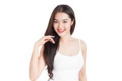 Νέα ασιατική γυναίκα με το πρόσωπο smiley που απομονώνεται στο λευκό στοκ εικόνες
