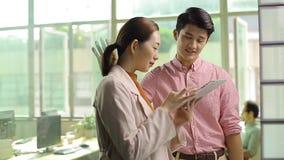 Νέα ασιατική εργασία ανώτατων στελεχών επιχείρησης στην αρχή απόθεμα βίντεο