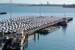 Νέα αυτοκίνητα Μαΐου στην αποβάθρα καπετάνιου Cook στους λιμένες του νέου ζήλου του Ώκλαντ Στοκ Φωτογραφίες