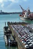Νέα αυτοκίνητα Μαΐου στην αποβάθρα καπετάνιου Cook στους λιμένες του νέου ζήλου του Ώκλαντ Στοκ Εικόνα