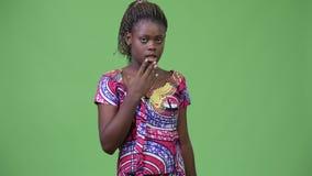 Νέα αφρικανική γυναίκα που φαίνεται ένοχη απόθεμα βίντεο
