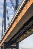 Νέα γέφυρα σιδηροδρόμων αναστολής - μορφωματικό πλαίσιο Det δοκών κιβωτίων Στοκ φωτογραφίες με δικαίωμα ελεύθερης χρήσης