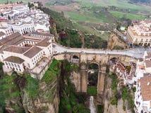 Νέα γέφυρα στη Ronda, ένα από τα διάσημα άσπρα χωριά σε Ανδαλουσία, Ισπανία Φωτογραφία από τον αέρα, το Μάρτιο του 2018 Στοκ φωτογραφία με δικαίωμα ελεύθερης χρήσης