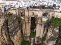 Νέα γέφυρα στη Ronda, ένα από τα διάσημα άσπρα χωριά σε Ανδαλουσία, Ισπανία Φωτογραφία από τον αέρα, το Μάρτιο του 2018 Στοκ Φωτογραφίες