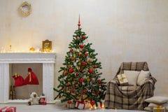 Νέα γιρλάντα δώρων έτους χριστουγεννιάτικων δέντρων στοκ εικόνες