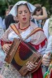 Νέα γυναίκα από την Ιταλία στο παραδοσιακό κοστούμι Στοκ Εικόνες