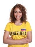 Νέα γυναίκα από τη Βενεζουέλα με τα διασχισμένα όπλα Στοκ Εικόνα
