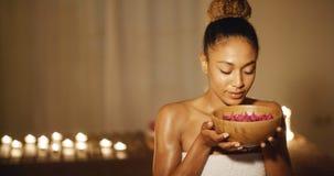 Νέα γυναίκα και Aromatherapy Στοκ Φωτογραφίες