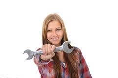 Νέα γυναίκα με ένα γαλλικό κλειδί Στοκ φωτογραφίες με δικαίωμα ελεύθερης χρήσης